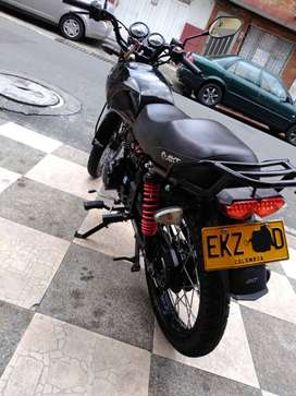 Akt nkd 125 modelo 2015 color negra con 37.850 km todo le funciona