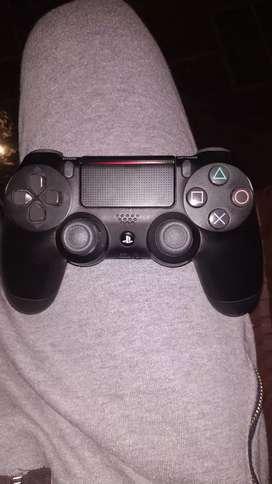 Vendo PS4 como nueva poco uso