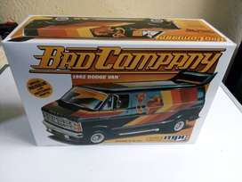 Modelo a Escala 1:25 BAD COMPANY 1982 DODGE VAN marca MPC