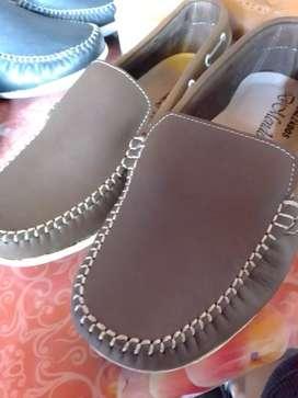 Zapatos trujillanos de cuero de la más alta calidad