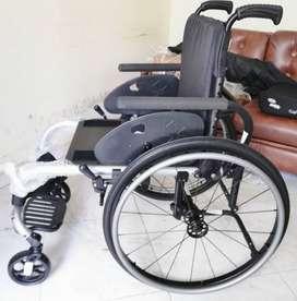 Silla de ruedas ultra-liviana Ki mobility con    con cojin antiescaras Invacare Matrx PSP, Nuevos.