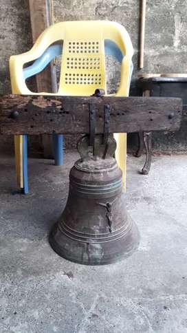 Antigua campana medieval española