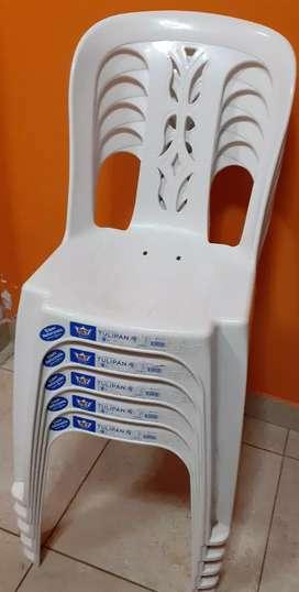 Vendo sillas de plástico marca rey