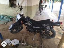 Vendo moto yamaha dt full sonido,en buen estado, modelo 98 color negro