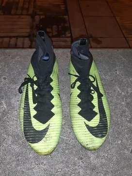 Vendo guayos Nike en bota negociable