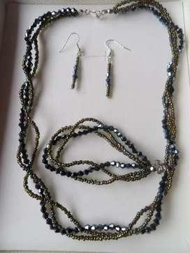 Juego de collar aretes y pulsera en Murano negro y mostacillas