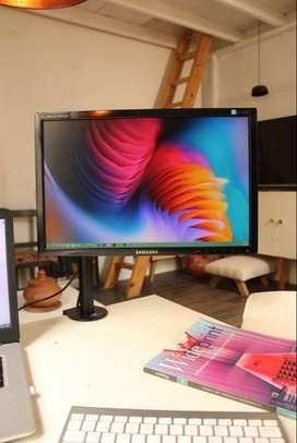 Monitor samsung 20 pulgadas con soporte de escritorio