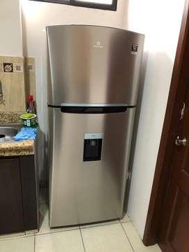 Refrigeradora Casi Nueva