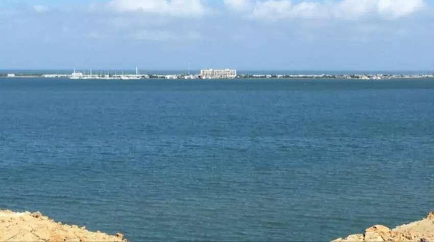 Excelente lote turístico frente a la Base Naval 0
