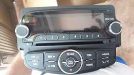Vendo radio para chevrolet traker original nuevo con la consola