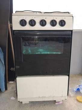 Vendo estufa con horno funcional