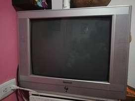 Un televisor acolor