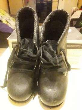 Vendo zapatos de seguridad lalle 39 usados 6 meses de uso