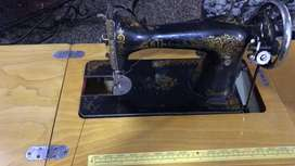 Vendo máquina de coser Antigua
