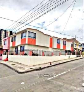 Se vende hermosa casa de 2 plantas, con 4 apartamentos independientes, ubicada en el barrio Los Fundadores