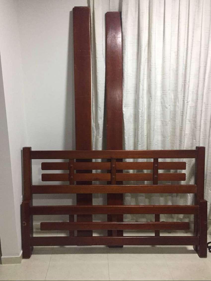Venta de cama y colchón de 1.40 x 1.90 cm.