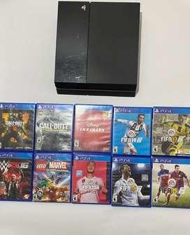 PlayStation 4 con 10 juegos y un control.