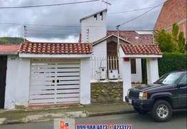 Amplia casa de venta por la clínica Paucarbamba, Cuenca, C495