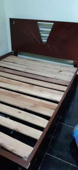 Vendo una cama cuna de 100 y cama de 140 sin colchones