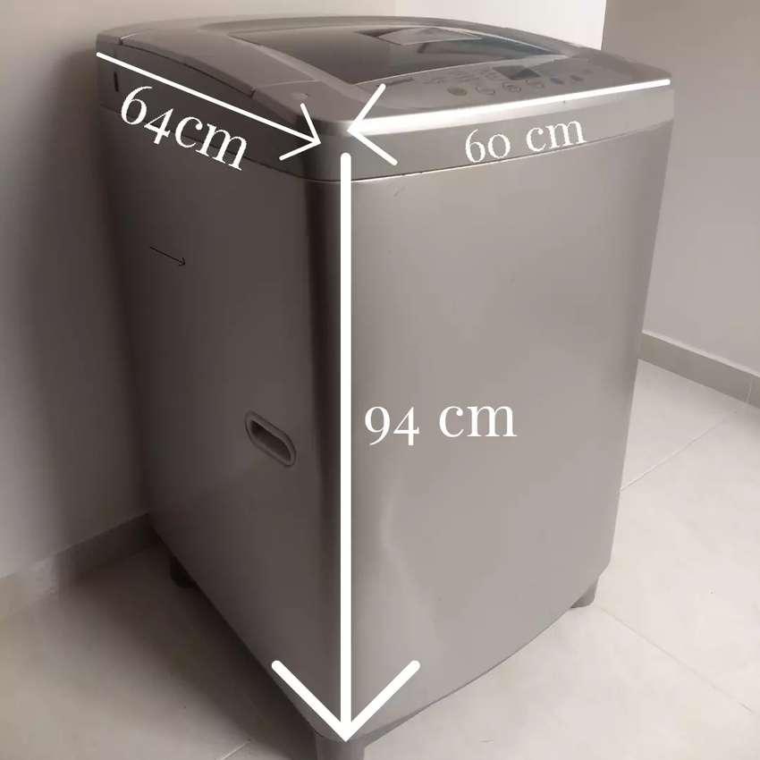 Vendo lavadora-secadora 24 libras