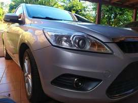 FORD FOCUS 2010 Full