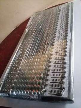 CONSOLA BEHRINGER 24 MICROFONOS