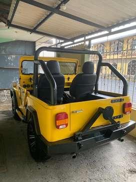 Ford  tipo jeep amarillo