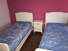 Juego de camas 1 plz + Colchones Piero + Mesa de luz