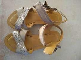 Sandalias beige 26  importada brasil use 1 semana