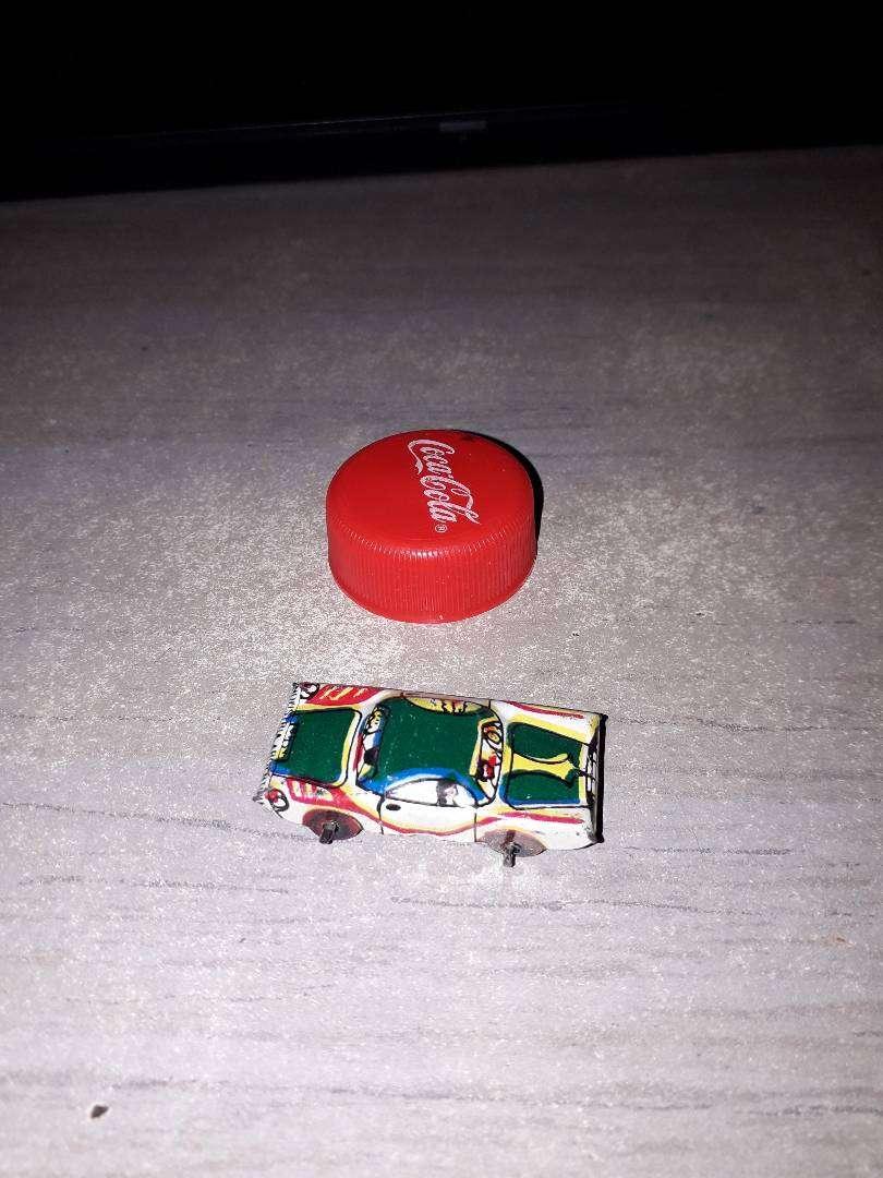 Autito de lata miniatura