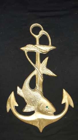 Ancla en bronce con adorno de pescado