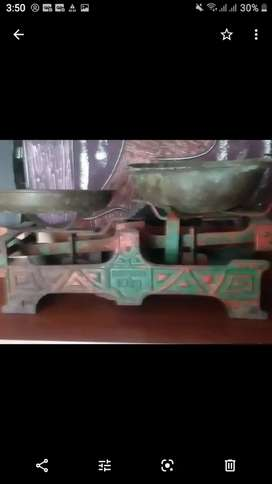 Pesa antigua bronce y metal
