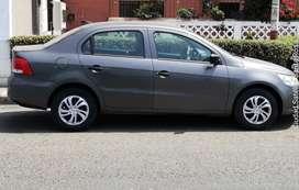 Volkswagen Gol 1.6 Sedan manejado por señorita