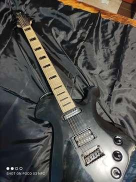Vendo guitarra eléctrica con su amplificador