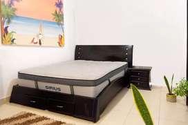 Vendo cama King jamar con colchon y 2 demás de noche