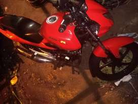 Moto 9/10 roja GSR150