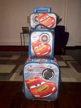 Vendo Mochila con ruedas, marca S'cool, de la película Cars de Disney, incluye lonchera y cartuchera, en buen estado