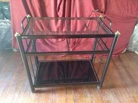 Mesas de Vidrio y Metálica de  estantes con rueditas 80x45x80 cm (ancho x profundidad x alto)
