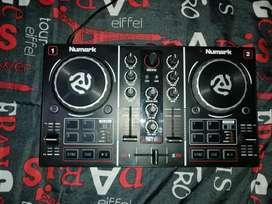 Vendo Virtual DJ Numark party mix