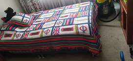 Cama semi- doble con colchón