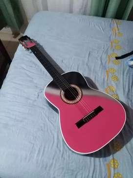 Hermosa guitarra rosa