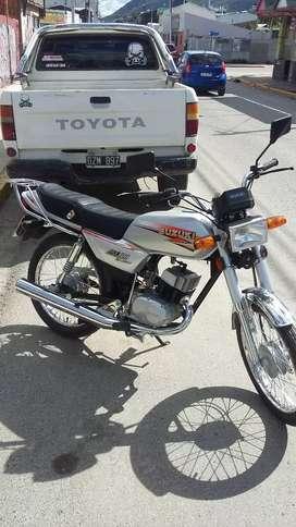 Motocicleta AX100 2T como nueva.