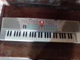 ELECTRONIC PIANO BUEN ESTADO