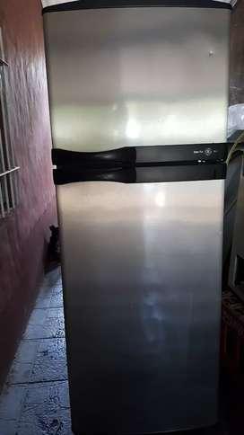 Heladera usada puerta de acero con motor nuevo