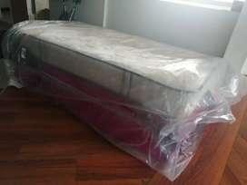 Vendo base cama ensueño con colchones y cama auxiliar