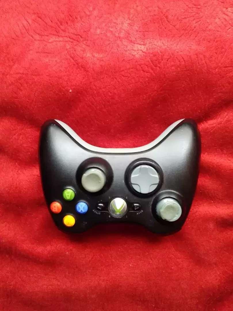 Control xbox 360 con carga y juega vendo o cambio
