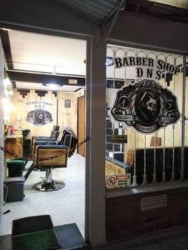 Solicito barbero integral con buena presentación y documentos al dia