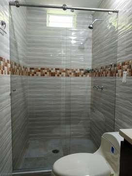 Divisiones para baño en vidrio templado. Sistema corredizo o batiente. WhatsApp 3147772908