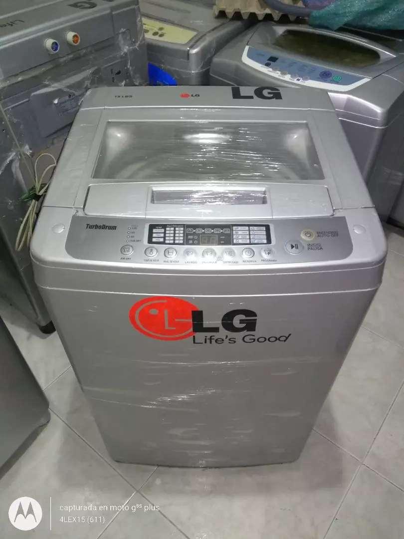Lavadora moderna LG Turbo Drum 19 lbs 0