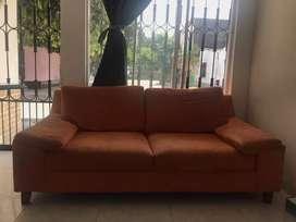 Sofá color naranja